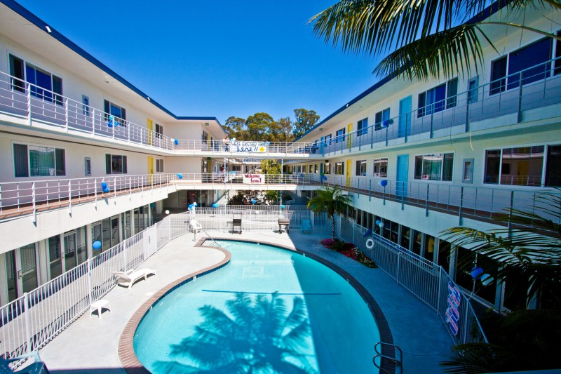 Tropicana Del Norte Residence Hall